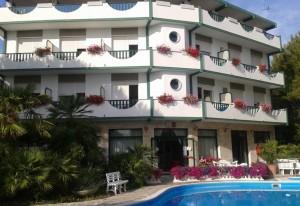 hotel-piscina-orizz-rsz